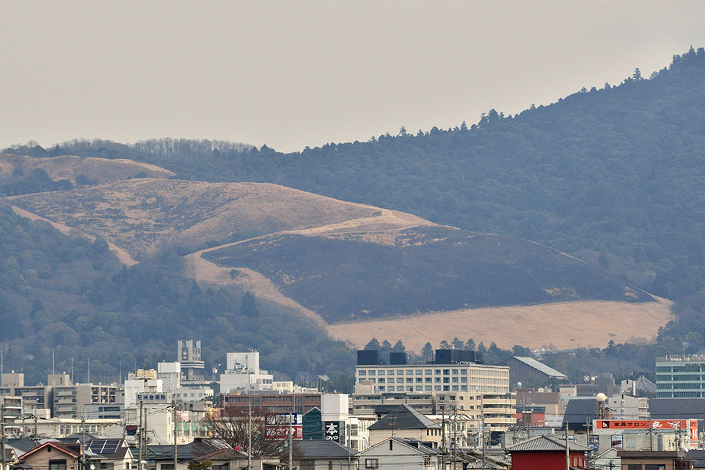 黒い若草山