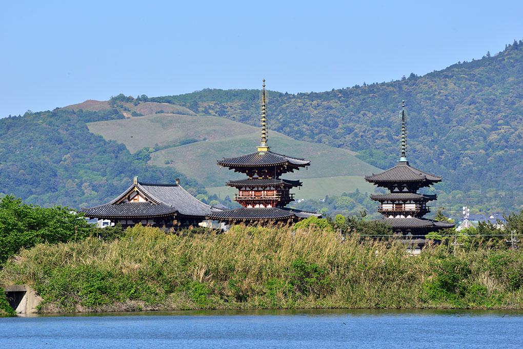 勝間田池から望む薬師寺